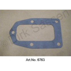 Seal for lid water circuit, side cylinder head
