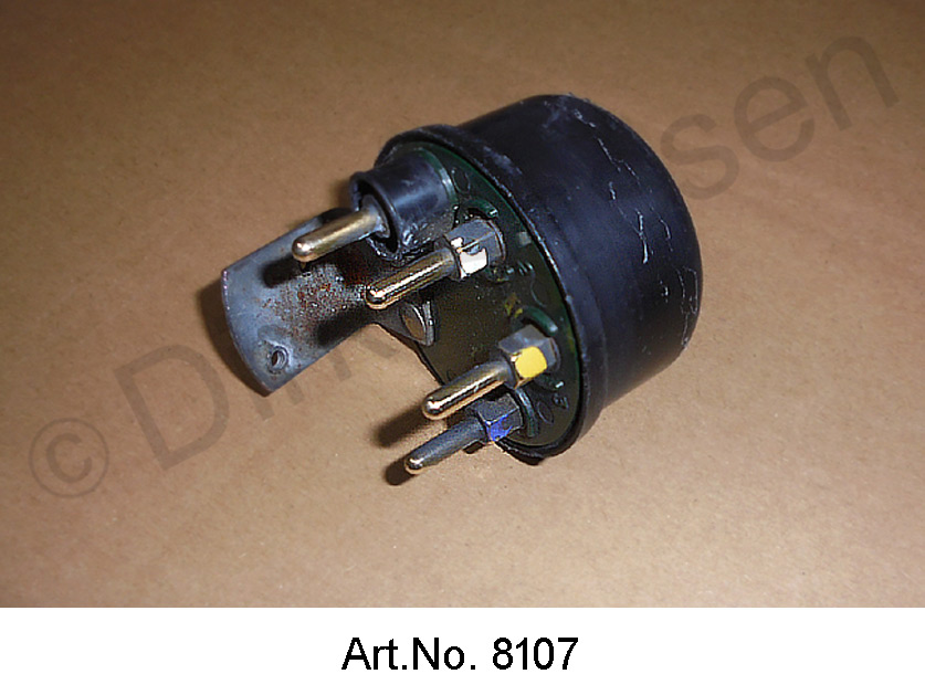 Relay in the dashboard, used until 1969, for closing the left and right auxiliary headlights, green base plate
